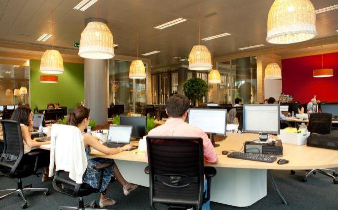 El pasado 5 de abril Orange inauguró su oficina flexible en Madrid,...