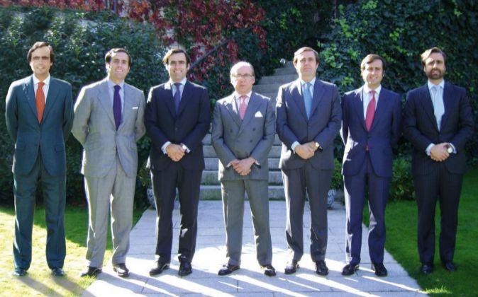 José María Ruiz-Mateos junto a sus seis hijos.