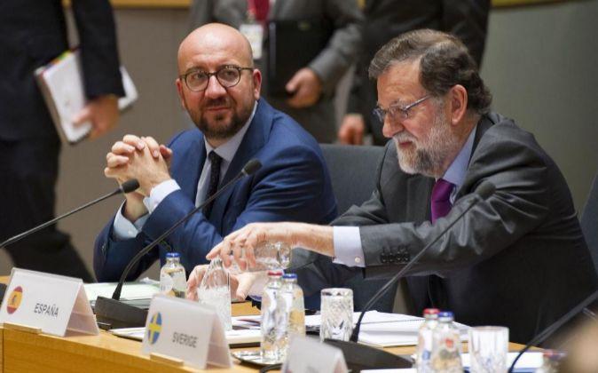 El presidente del Gobierno español, Mariano Rajoy, al inicio de...