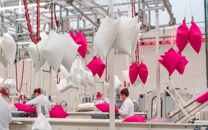 La catalana Fluvitex hace 7,5 millones de almohadas al año para Ikea.