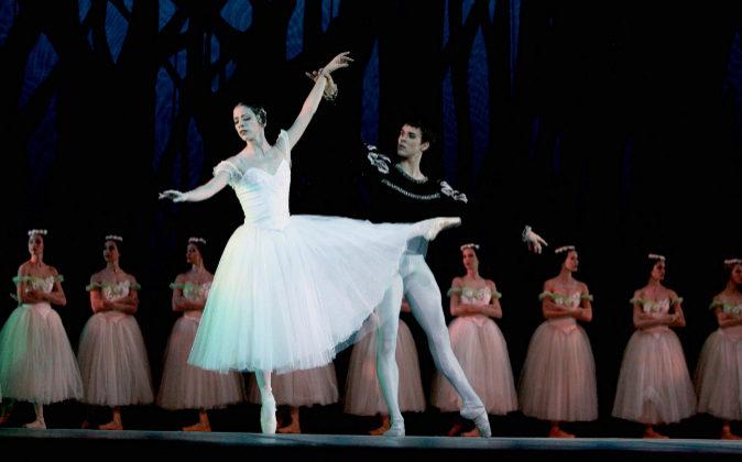 Representación de Giselle, con coreografía de Alicia Alonso sobre la...