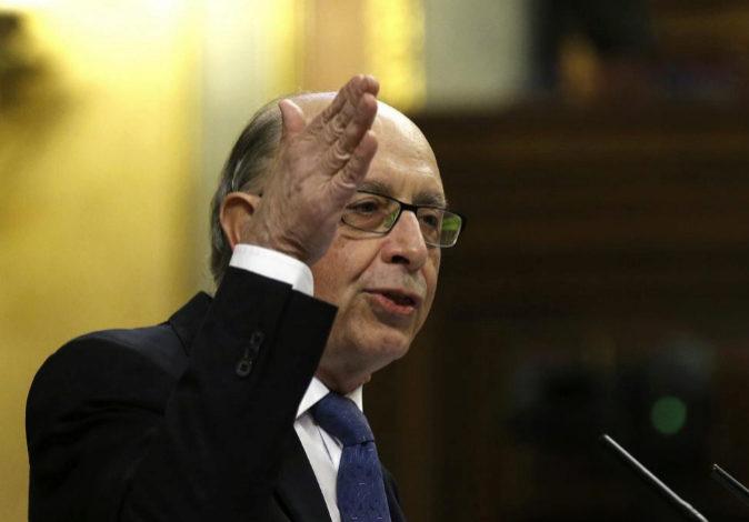 El ministro de Hacienda, Cristóbal Montoro, esta tarde en el...