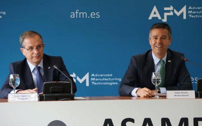 Antxón López Usoz (izquierda) y Xabier Ortueta, ayer en San...