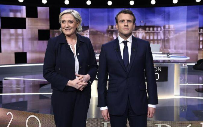 Imagen del debate televisado de ayer entre Marine Le Pen y Emmanuel...