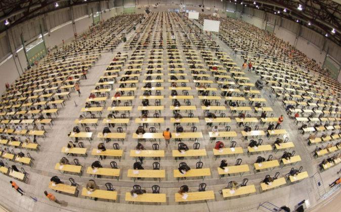 Siete mil personas participaron en los exámenes para la Función...