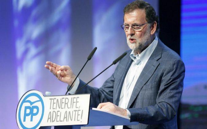 El presidente del Gobierno y del PP, Mariano Rajoy, durante su...