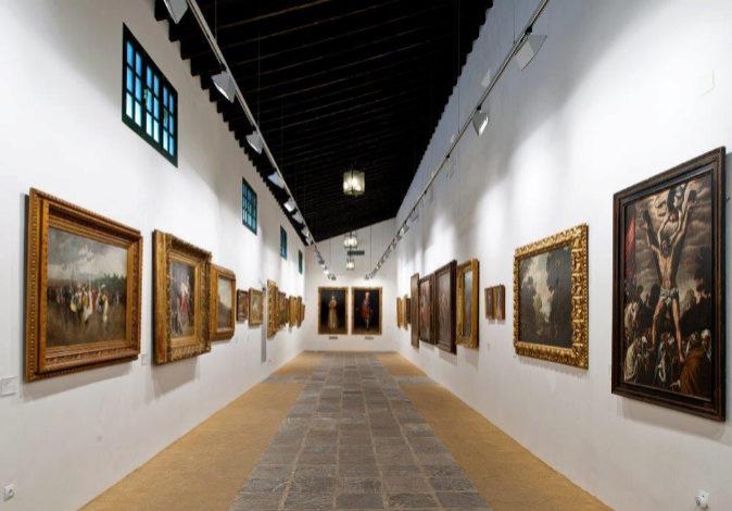 orredor de la Pinacoteca con los Retratos de Carlos IV y María Luisa...