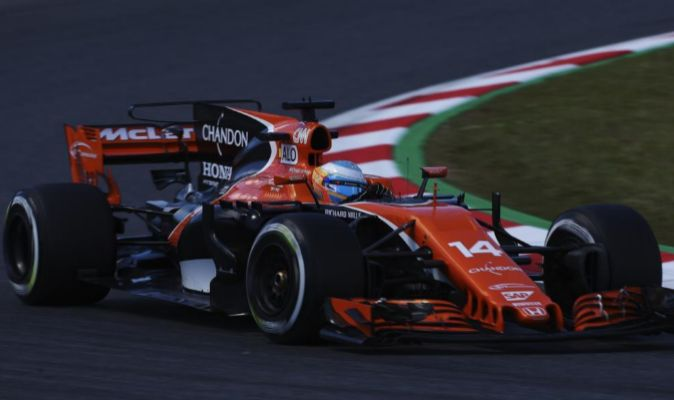 Fernando Alonso a los mandos de su McLaren-Honda.