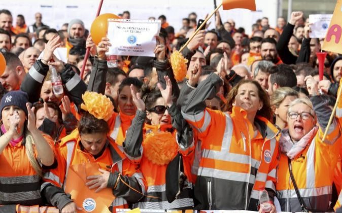 Estibadores protestan en una manifestación