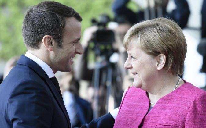 Angela Merkel saluda al presidente francés Emmanuel Macron