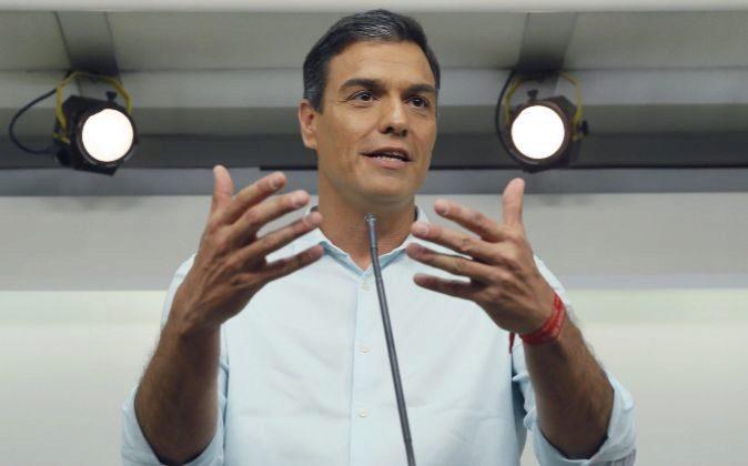 El ex secretario general del PSOE y candidato a la reelección, Pedro...