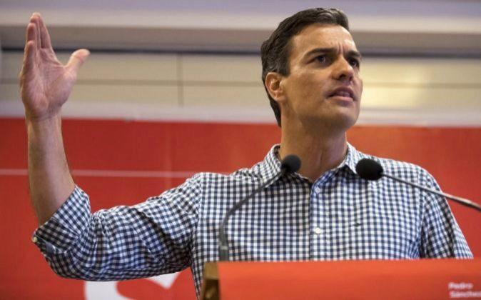 El ex secretario general del PSOE y candidato a la Secretaría...
