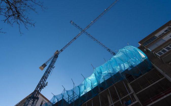 Grúas de viviendas en construcción en Madrid.