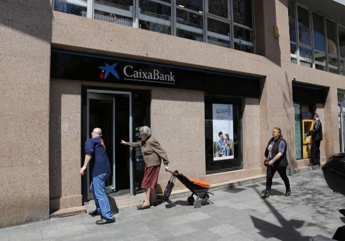 Una oficina de Caixabank, en una imagen de archivo.