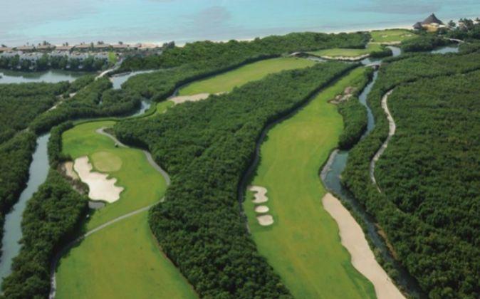 Campo de Golf e instalaciones de Mayakoba en México.