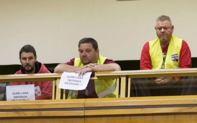 Representantes de estibadores en la tribuna de invitados ayer en el...