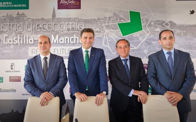 De izq. a dcha.: Javier Rosell, director general de Empresas,...