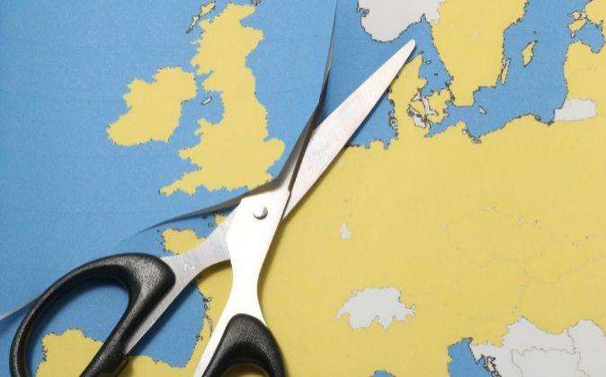 Mapa de un plano de Europa al que se le recorta Gran Bretaña.