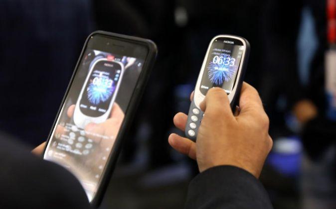 Imagen de dos modelos de teléfonos Nokia.