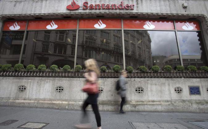 Imagen de una sucursal de Santander en Londres