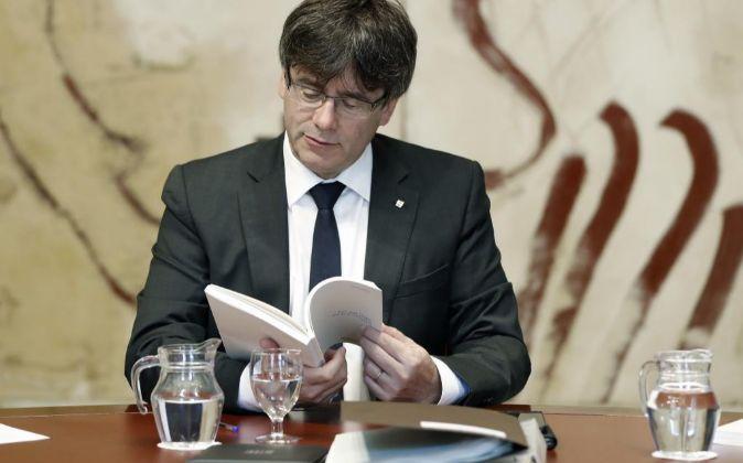 El presidente de la Generalitat de Cataluña, Carles Puigdemont, ha...
