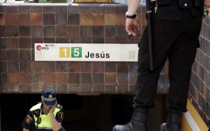 """Cartel informativo de la parada """"Jesús"""" del Metro de..."""