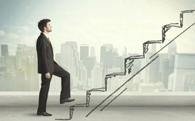 Para ascender, el profesional debe alinear sus aspiraciones con la...