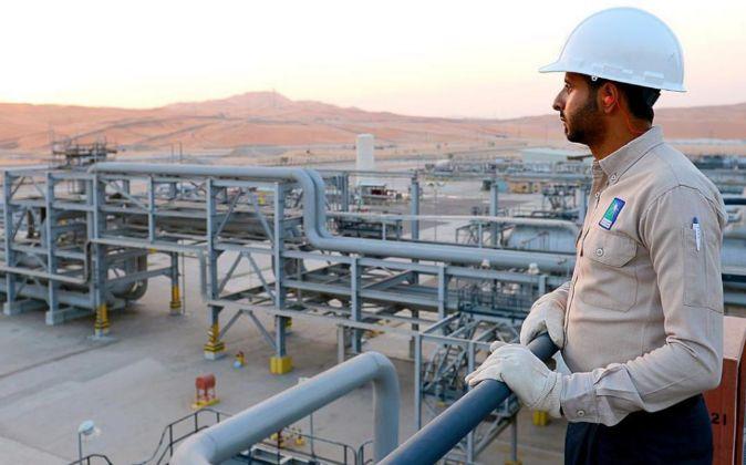 Imagen de una refinería de Aramco en Arabia Saudí
