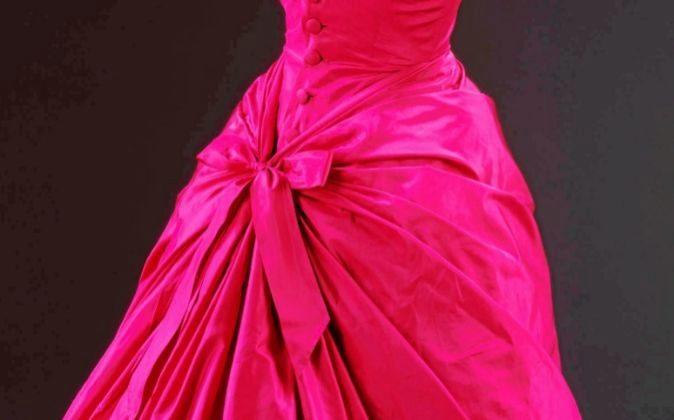 Uno de los diseños de Balenciaga que podrá verse en el V&A de...