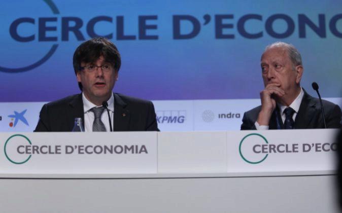 El presidente de la Generalitat, Carles Puigdemont, y el del Círculo...