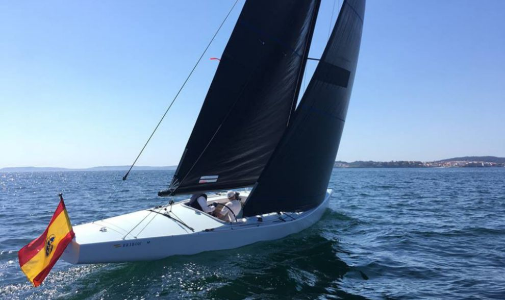 La nueva embrcarcación 6M Bribón, con Don Juan Carlos a bordo,...