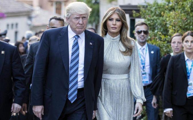 El presidente de los Estados Unidos, Donald Trump, y la primera dama,...