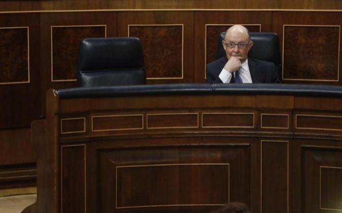 El ministro de Hacienda, Cristóbal Montoro, en su escaño del...