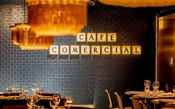 El mítico café de la Glorieta de Bilbao ha adoptado un estilo más...