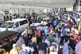 Taxistas concentrados en la estación de AVE de Atocha de Madrid.