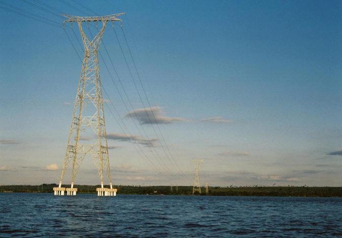 Imagen de unas torretas de alta tensión de Isolux en el río...