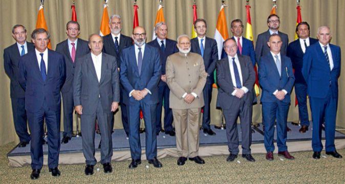 De izquierda a derecha, en primera fila; José Manuel Entrecanales,...