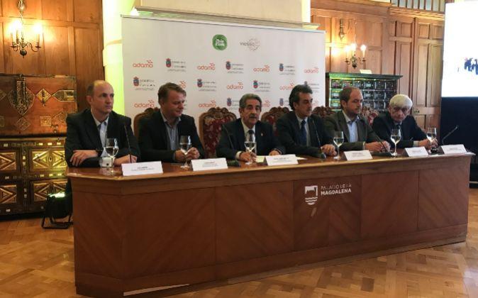 De izda. a dcha.,  Luis Marina, CEO de Ibiocom; Johan Andsjo,...