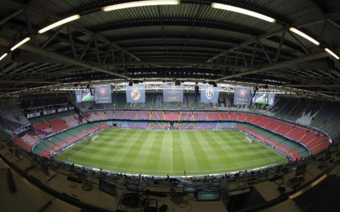 El Estadio Millenium de Cardiff fue construido en 1999 y tiene...