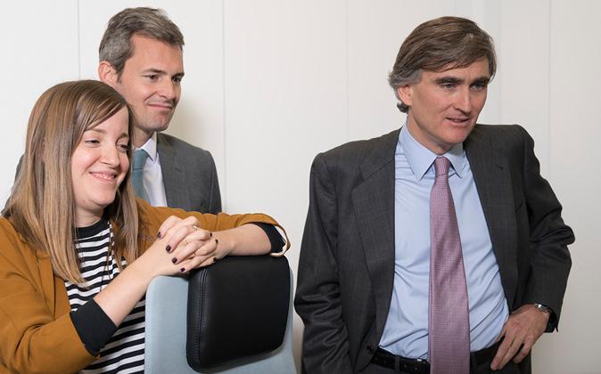 Carmen Pérez Baguena y Andrés Allende, dos analistas de Cobas, junto...