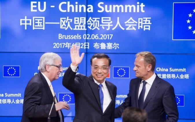 El presidente de la Comisión Europea, Jean-Claude Juncker, el primer...