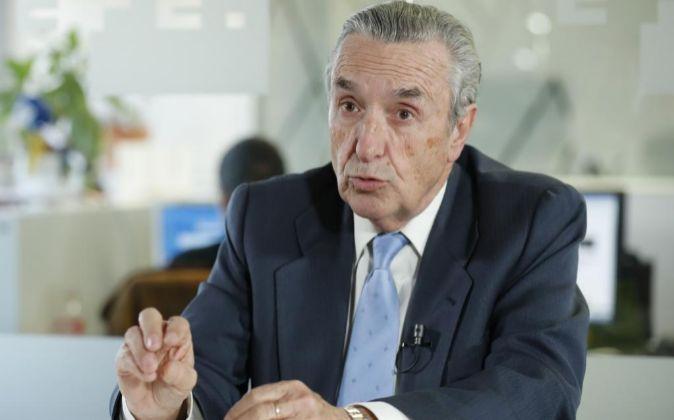 El presidente de la Comisión Nacional de los Mercados y la...
