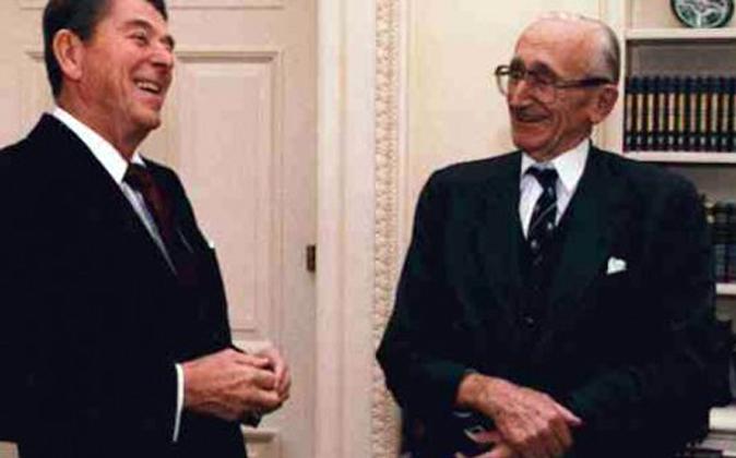 Ronald Reagan y Hayek dos defensores del liberalismo.