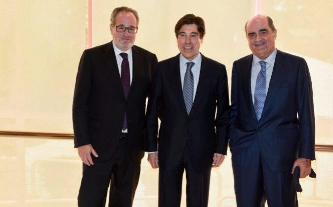 Demetrio Carceller, vicepresidente de Sacyr; Manuel Manrique,...