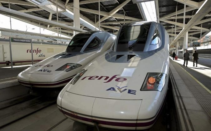 Tren AVE en la estación Joaquín Sevilla de Valencia.