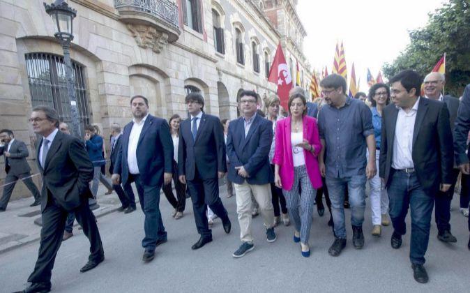 El secretario tercero de la Mesa del Parlament, Joan Josep Nuet (c),...