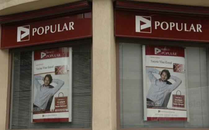 Imagen de una oficina de Banco Popular con la publicidad de Pau Gasol