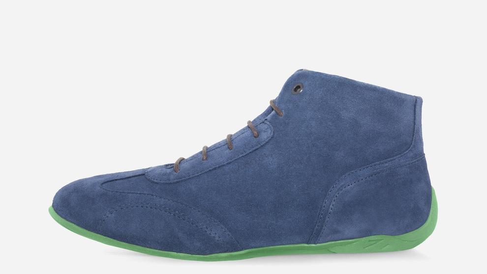 Zapatos Vandel con ante en color azul y suela color verde.