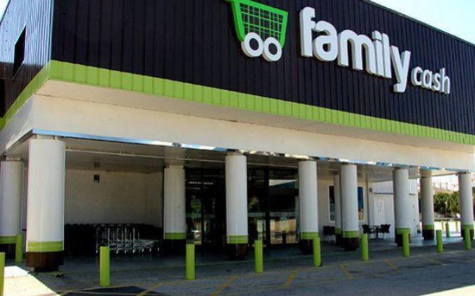 Tienda de Family Cash en L'Alqueria de la Comtessa (Valencia).