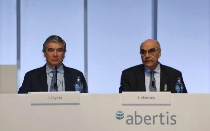Francisco Reynés y Salvador Alemany en la junta de accionistas de...